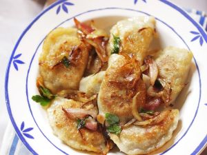 Kartoffelteigtaschen mit Zwiebeln Rezept