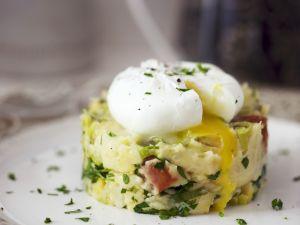Kartoffeltörtchen mit pochiertem Ei Rezept
