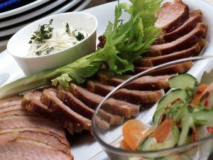Kasselerbraten mit süß-saurem Gurkengemüse und Meerrettich-Creme Rezept