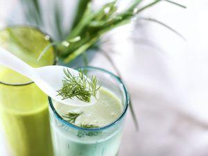Kefir-Avocado-Shake mit Kräutern Rezept