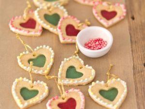 Keksherzen mit Zuckerfenstern Rezept