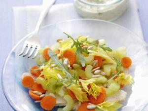 Kerniger Salat mit Pute, Karotten und Sellerie Rezept
