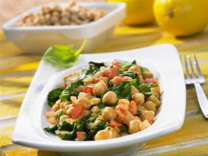 Kichererbsen-Spinat-Salat mit Tomaten Rezept