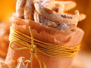 Kipferl mit Pinienkernen Rezept