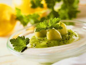 Kiwi-Stachelbeerpüree mit Ricotta Rezept