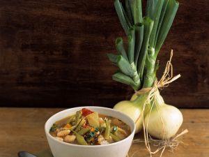 Klare Gemüsesuppe mit Gerste und Bohnen Rezept
