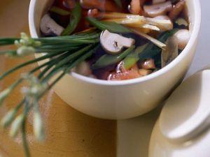 Klare Gemüsesuppe mit Knollensellerie und Möhren Rezept