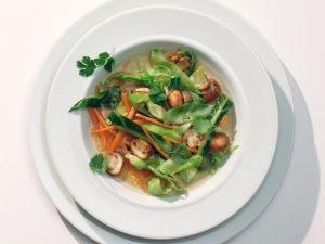 Klare Sommergemüse-Suppe Rezept