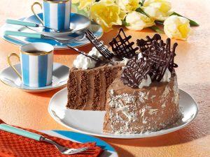 Kleine Biskuit-Wickeltorte mit Cappuccino-Cremefüllung Rezept