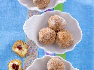Kleine Doughnuts mit Konfitüre Rezept