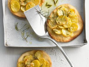 Kleine Kartoffelpizzen Rezept
