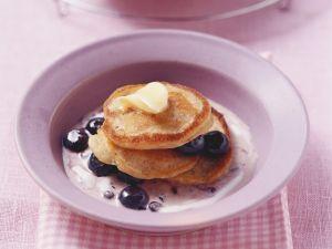 Kleine Müsli-Pfannkuchen mit Heidelbeeren Rezept