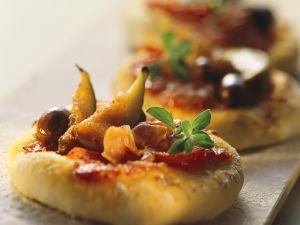 Kleine Schinken-Pizzen mit Feigen Rezept