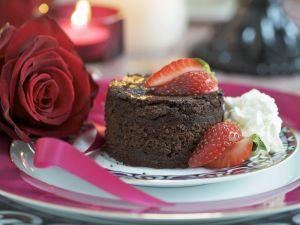 Kleiner Schokokuchen mit Erdbeeren Rezept