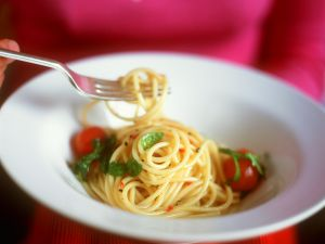 Knoblauch-Nudeln mit Tomaten Rezept