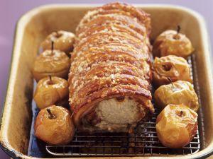 Knuspriger Schweinebraten mit Bratäpfeln Rezept
