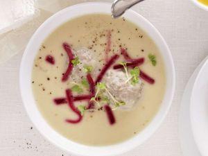 Königsberger Suppe mit Fleischklößen, Kapern und Roter Bete Rezept