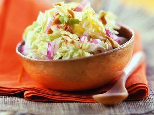 Kohlsalat mit Zwiebel Rezept