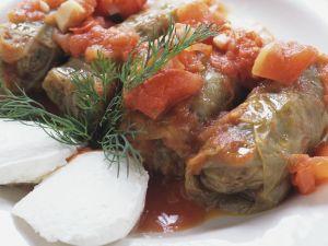 Kohlwickel mit Tomatensoße Rezept