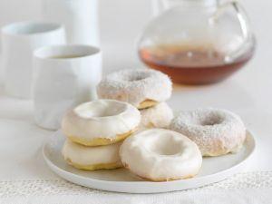 Kokos-Donuts aus Rührteig Rezept