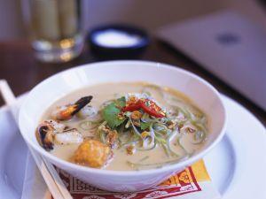 Kokos-Fischsuppe mit Nudeln Rezept