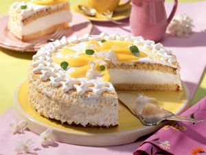 Kokos-Sahne-Torte mit Mangospalten Rezept