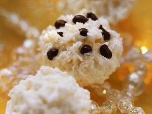 Kokosmakronen mit Orangenzesten Rezept