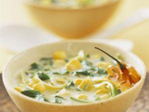 Kokosmilchsuppe mit Spinat und Lauch Rezept