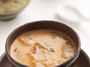 Kokosuppe mit rotem Curry, Hähnchen und Austernpilzen Rezept