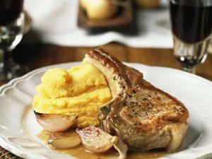 Kotelett vom Schwein mit Kartoffelpüree und Schalotten Rezept