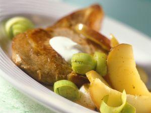 Koteletts mit Lauch und Apfel Rezept