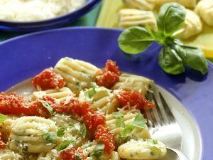 Kräuter-Gnocchi mit Tomatensauce Rezept