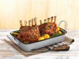 Kräuter-Lammkarree mit Gemüse Rezept