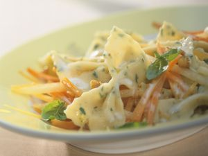 Kräuter-Pasta mit Möhren, Kohlrabi und Gorgonzola-Soße Rezept