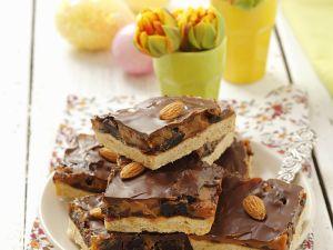 Kuchen mit Plaumen, Nüssen und Karamell Rezept