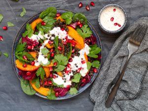 Kürbis-Linsen-Salat mit Joghurt-Dressing Rezept