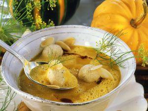 Kürbiscremesuppe mit Mandelnocken Rezept