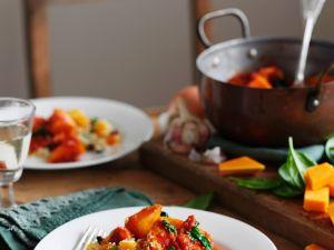 Kürbisgemüse mit Hähnchen und Couscous Rezept