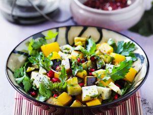 Kürbissalat mit Aubergine und Käse Rezept