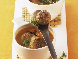 Kürbissuppe mit kleinen Hackklößen Rezept