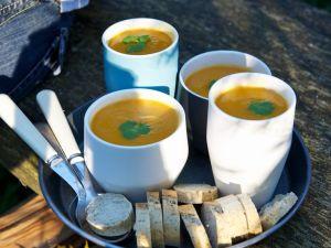 Kürbissuppe mit Koriandergrün Rezept