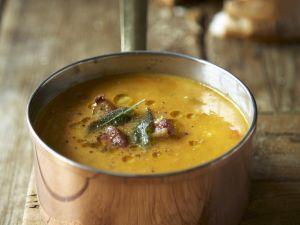 Kürbissuppe mit Salbei und Bacon Rezept
