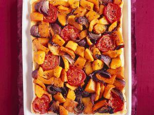 Kürbistarte mit Tomaten und Zwiebeln Rezept
