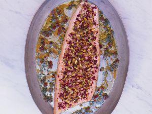 Lachs mit Cranberry-Pistazien-Kruste Rezept