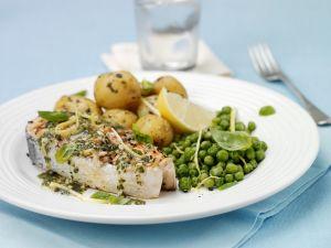 Lachs mit grüner Soße, Erbsen und Kartoffeln Rezept