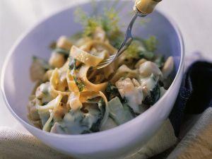 Lachs-Pasta mit Mangold Rezept