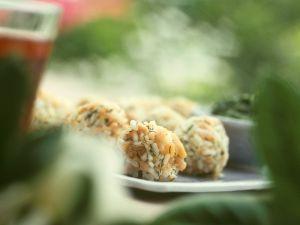 Lachs-Reiskugeln Rezept