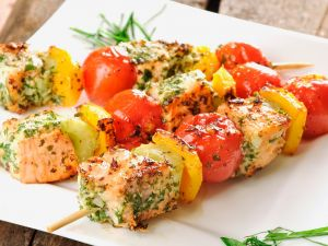 Lachs-Spieße mit Gemüse Rezept