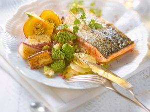 Lachsfilet mit gemischtem Gemüse Rezept