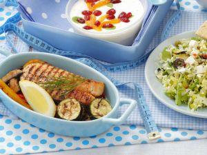 Lachsfilet mit Gemüse und Salat Rezept